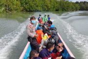 Suka Duka Polsek Sikakap Dampingi Tim Nakes Tracking Warga di Pulau Terluar