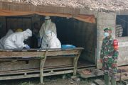 Babinsa Sikakap Pantau Penanganan Pasien Positif Covid-19 di Dusun Mabolak
