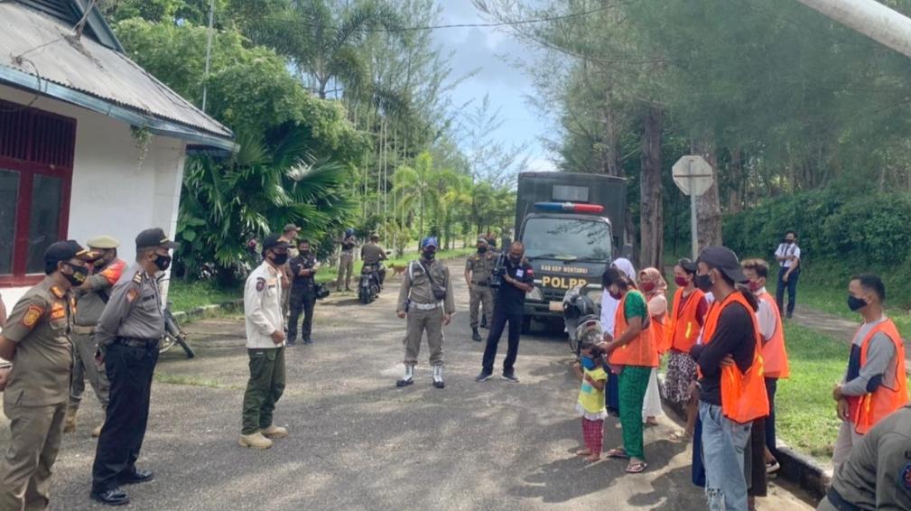 Petugas Jaring 11 Pelanggar Prokes, Kapolres Mentawai : Pakailah Masker Saat Beraktivitas