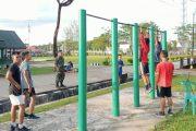 Jelang Pendaftaran TNI-AD, Anggota Kodim 0319/Mentawai Latih Fisik Puluhan Remaja