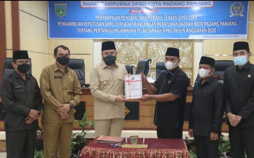 Ranperda Pertanggungjawaban APBD 2020 Padang Panjang Disahkan Jadi Perda, Beberapa Fraksi DPRD Berikan Catatan Evaluasi