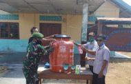 Babinsa Sikakap Dampingi Penyerahan Fasilitas Alat Pembersih Prokes di Desa Sinakak