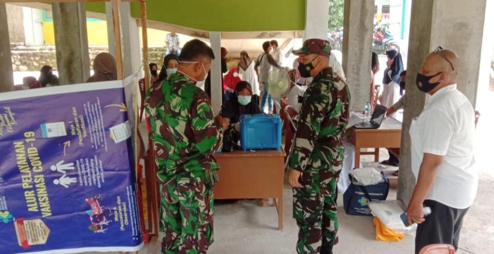 Tinjau Serbuan Vaksinasi di Wilayah Koramil 06/Bayang, Dandim 0311/Pessel Motivasi Peserta