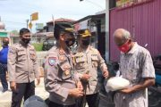 Warga Tuapejat Terima Sembako, Kapolres Mentawai : Bansos Akan Menyasar Hingga Pelosok Desa