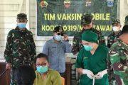 Dandim 0319/Mentawai Tinjau Warga Yang Belum Melaksanakan Vaksinasi di Dua Lokasi.