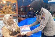 PPKM Darurat, Polres Padang Panjang Bagikan 200 Paket Sembako Untuk Warga Terdampak