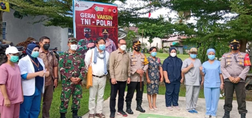 Forkopimda Mentawai Tinjau Serbuan Vaksinasi di Desa Malakopak.