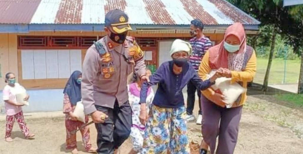 Berbagi Kebahagiaan Bersama Warga Kurang Mampu di Masa Pandemi Covid-19