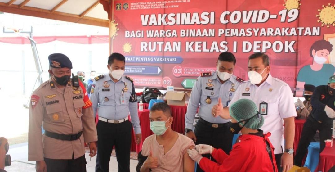 Pelaksanaan Vaksinasi di Rutan Cilodong Depok di Tinjau Langsung Kadivpas Kanwil Kemenkumham Jabar