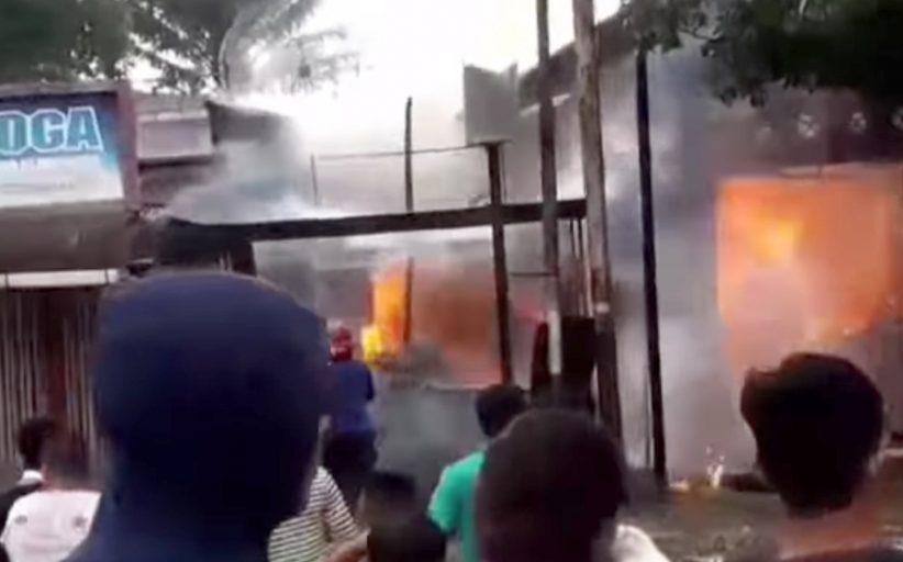 5 Toko dan 1 Rumah Hangus Terbakar di Tugu Perbatasan Lubuk Buaya, Kerugian di Taksir Ratusan Juta