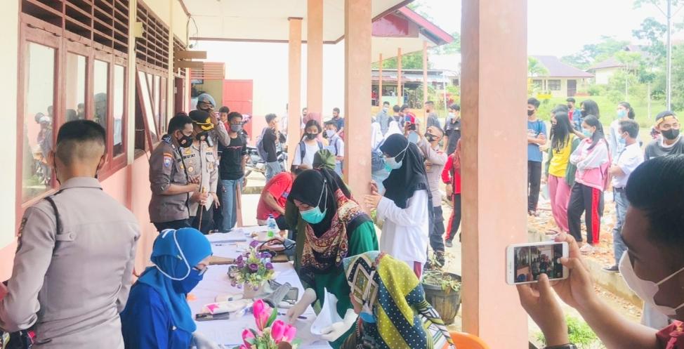 Gerai Vaksinasi Presisi di SMA 2 Sipora, Kapolres Mentawai Ajak Pelajar Tetap Jaga Prokes