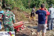 Babinsa Sikakap Goro Bersama Bersihkan Lokasi Pembangunan Musholla Al-Mukminin Dusun Mabolak