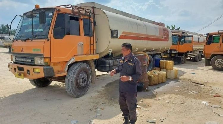Polisi Ungkap Kelangkaan BBM di Riau, Tiga Pelaku Berhasil di Amankan
