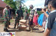 Dandim 0311 Pessel Salurkan Bantuan Semen Kepada 5 Rumah Warga Korban Bencana Longsor