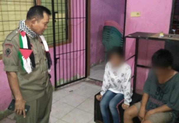 Satpol PP Kota Padang, Amankan Pasangan Mesum di Kos-kosan