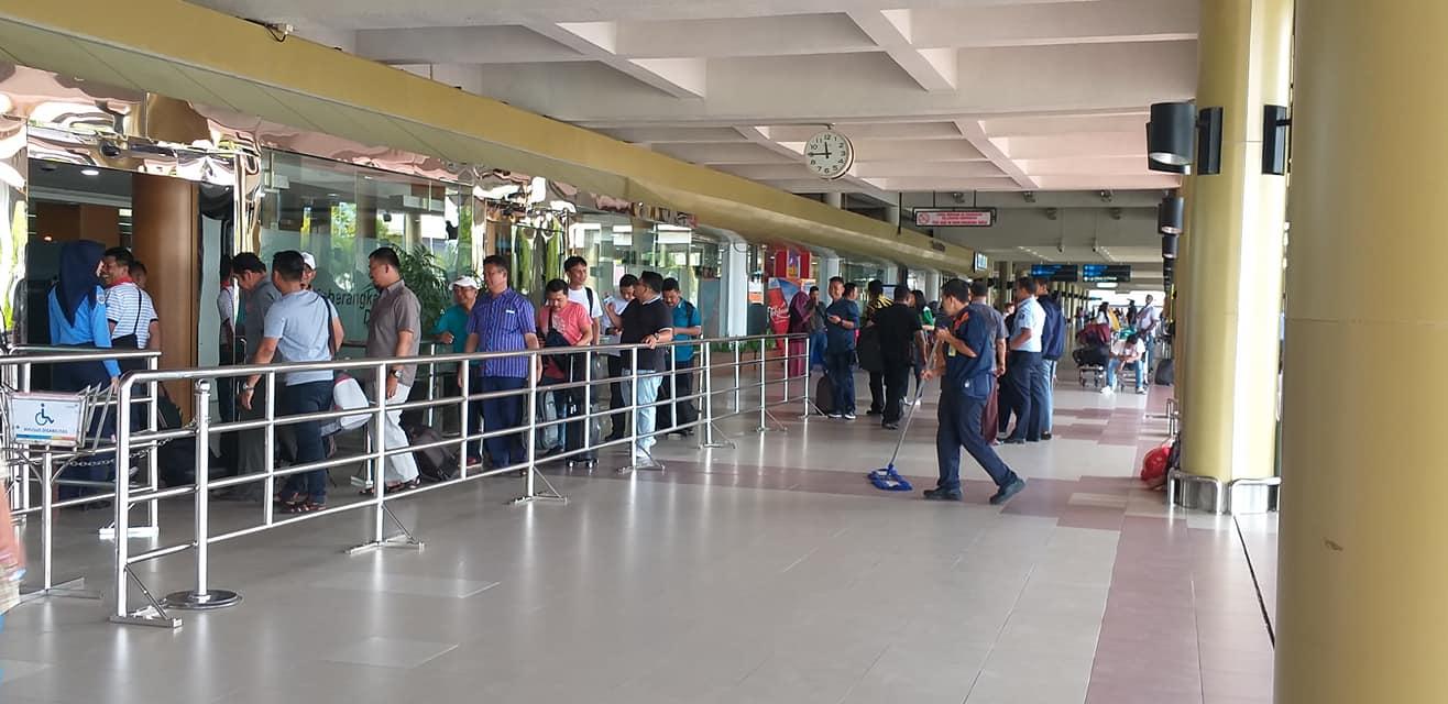 Tiket Pesawat Melambung Tinggi, Bandara Sepi
