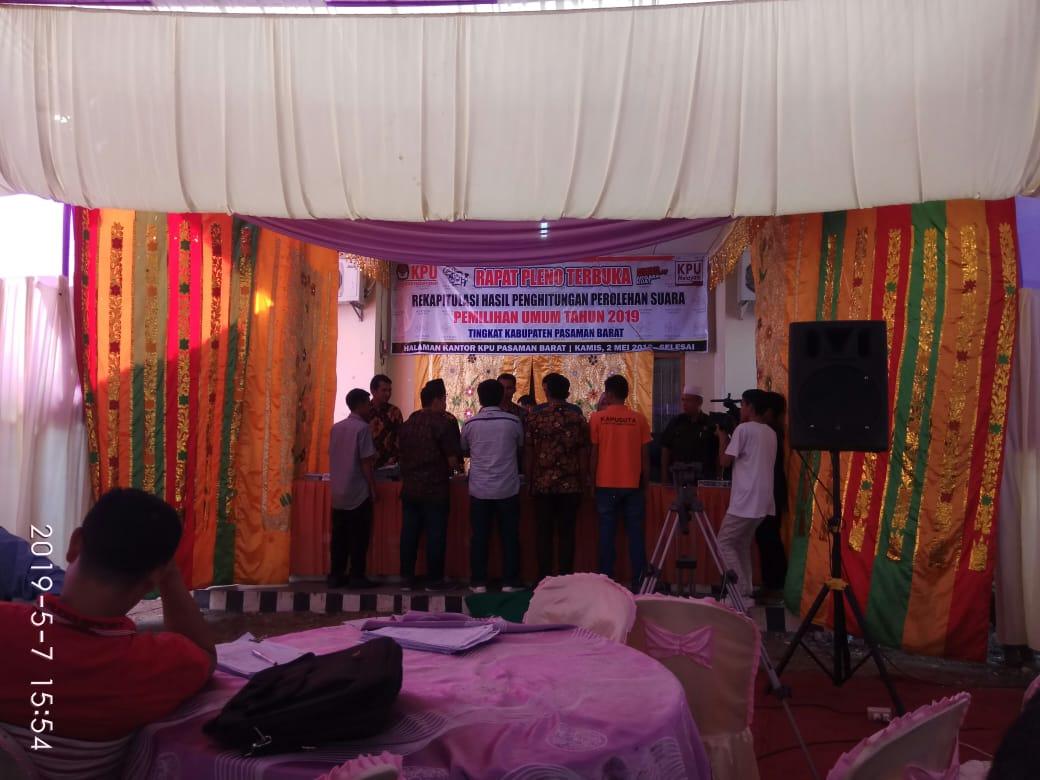 Rekapitulasi Penghitungan Suara Tingkat Kabupaten Pasaman Barat Berjalan Tertib