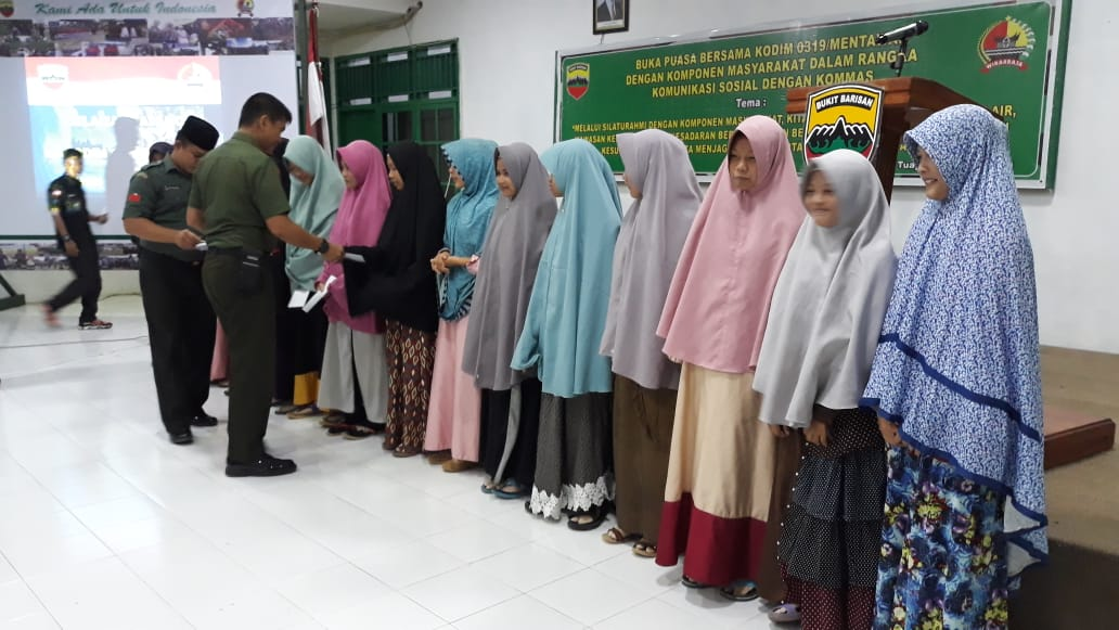 Buka Puasa Bersama, Dandim 0319/Mentawai Berikan Santunan Ke Ponpes Hidayatullah