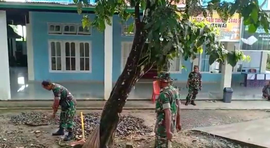 Dalam Rangka Hut Kodam I/BB ke-69, Kodim 0319/Mentawai Gelar Aksi Bersihkan Rumah Ibadah