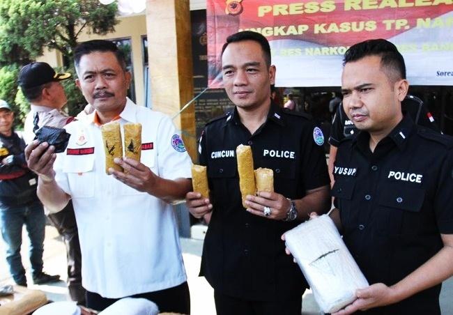 Dua Kurir Ganja Jaringan Aceh di Bekuk Polisi Bandung