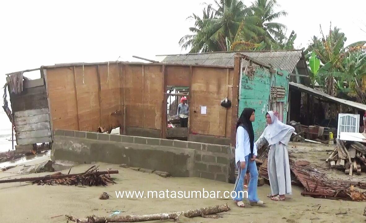 Akibat Hempasan Gelombang, Puluhan Rumah Warga di Pessel Rusak Berat