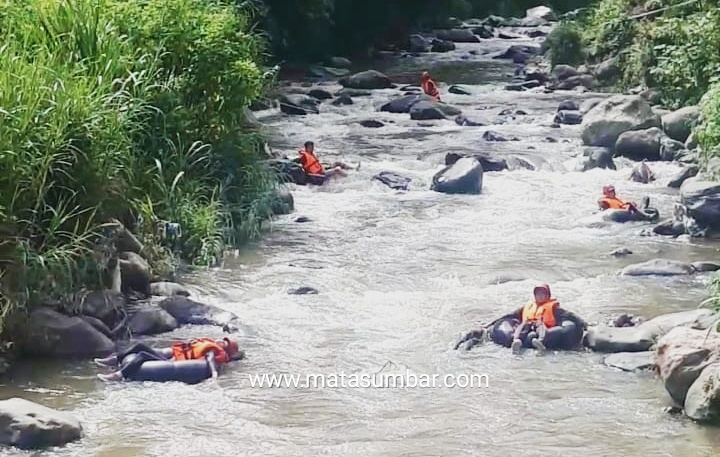 Sungai Cukup Menantang, Olahraga River Tubing di Gelar Pemuda-Pemudi RT 12 Lubuk Mata Kucing