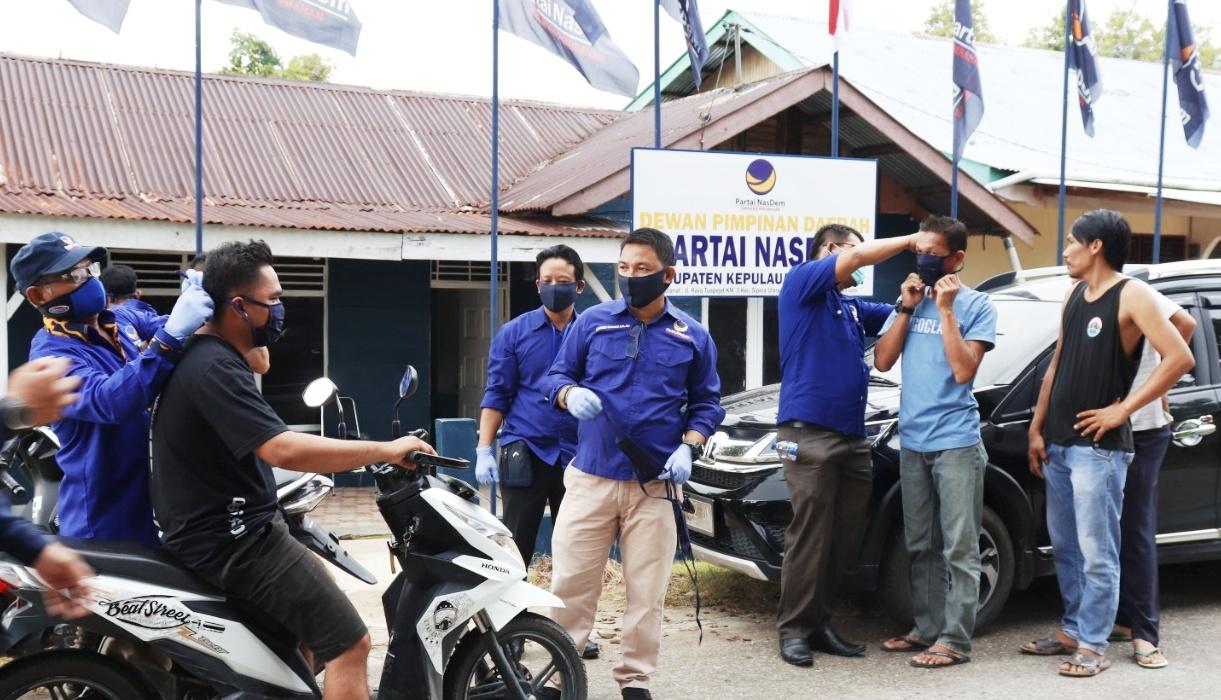 DPD Partai Nasdem Bagikan 10 Ribu Masker Gratis di Empat Pulau Besar Mentawai