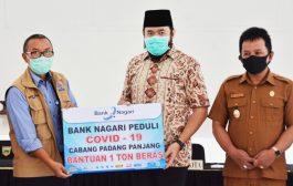 Peduli Covid-19, Bank Nagari Salurkan Bantuan 1 Ton Beras Untuk Masyarakat Padang Panjang