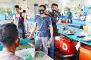 DPD Pekat IB Mentawai Berbagi Masker Untuk Pedagang Ikan dan Masyarakat