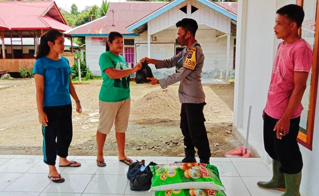 Bripda T Bulele Pantau Pembagian Bantuan Raskin di Desa Saureinu'