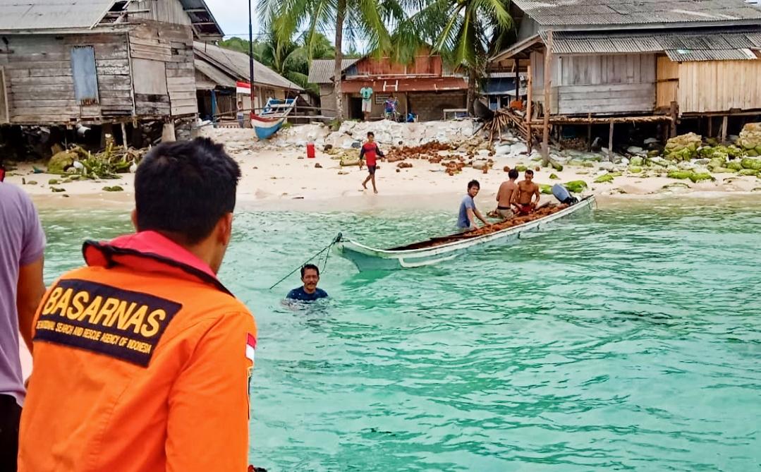 Longboat Pembawa Kelapa Terbalik, Tiga Korban Berhasil di Evakuasi
