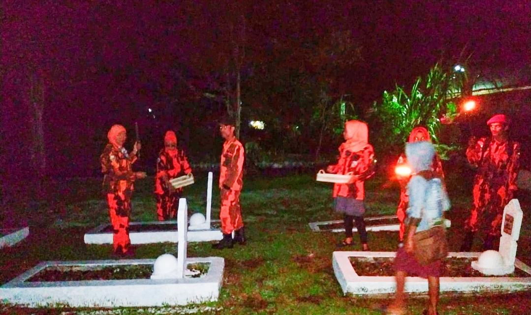 HUT RI ke-75, MPC PP Padang Panjang Ziarah dan Tabur Bunga di Makam Pahlawan