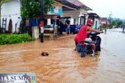 Curah Hujan Tinggi, Sejumlah Pemukiman Warga di Pessel Terendam Banjir