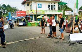 Bantu Rumah Warga Kebakaran, Ikatan Pemuda-Pemudi Nagari Barulak Galang Dana di Jalan