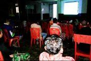 Jalin Keakraban Dengan Warga, Satgas TMMD Kodim 0311/Pessel Gelar Nobar