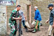 Bantuan Bedah RTLH, Satgas TMMD Bersama Warga Lakukan Penimbunan Lantai