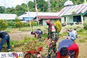 Pupuk Kebersamaan, Babinramil Sikakap Goro Bersama Dengan Aparatur Kecamatan
