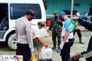 Penyemprotan Disinfektan di Kantor PT.MPL, Tim Gugus Tugas Didampingi Babinramil Sikakap