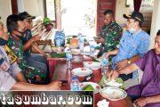 Bahas Soal Pendidikan, Babinramil Sikakap Bersama Camat Komsos di SMK 3 Dusun Panatarat