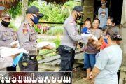 Bantuan Sosial Beras Polri, Kapolsek Siberut Salurkan Kepada 77 KK Warga Terdampak