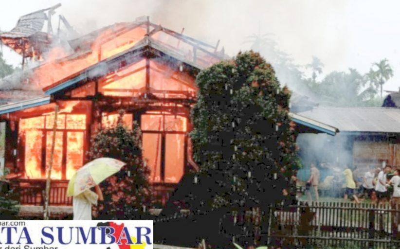 Rumah Semi Permanen di Desa Sotboyak Hangus Terbakar