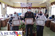 Wujud Kepedulian dan Perhatian, LSM-FKP Kembali Berikan Piagam Penghargaan Kepada Tiga Orang Kepala Sekolah