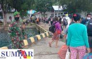 Penegakan Prokes di Pelabuhan, Babinsa Sikakap Patroli Kedatangan Kapal Antar Pulau