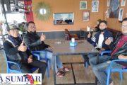 Diskusi Bersama Dua Orang Anggota DPRD Bahas Soal Musholla Hingga Kerjasama Media di Pemko Padang Panjang