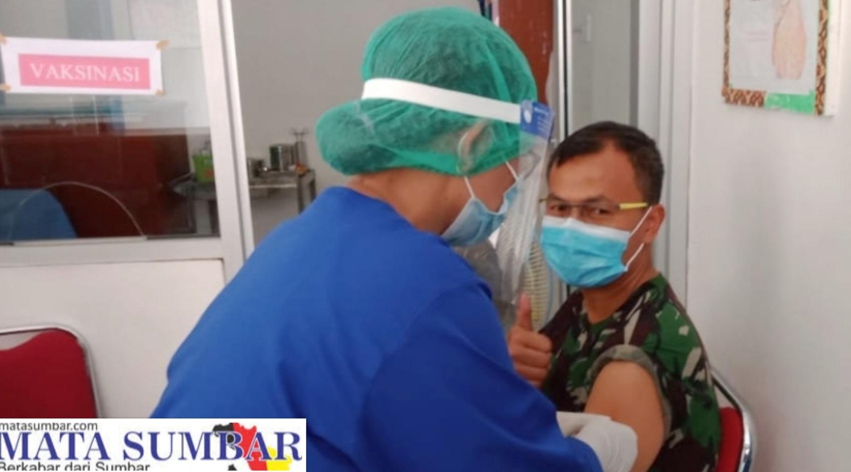 Ikuti Vaksinasi Covid-19, Dandim 0319/Mentawai Himbau Masyarakat Jangan Ragu dan Takut di Vaksin