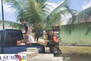 Babinsa 03/Sipora Distribusikan Material Ke Sasaran Lokasi RTLH di Dusun Jati Tuapejat