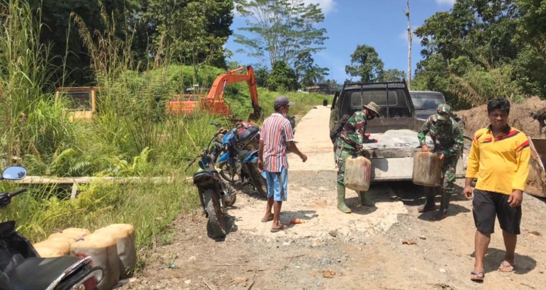 Permudah Pengerjaan Jalan, Satgas TMMD Bersama Warga Siapkan BBM Alat Berat di Lokasi