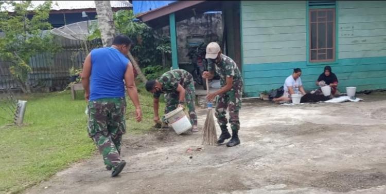 Agar Lingkungan Tetap Asri, Koramil 04/Sikakap Bersama Ibu Persit Goro Bersihkan Pangkalan dan Tanam Bunga