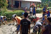 Babinsa Sikakap Goro Bersama Masyarakat Perbaiki Jalan Rusak di Dusun Mabolak