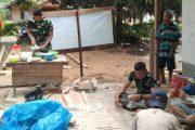 Makan Bersama di Lokasi RTLH, Keakraban Warga Dengan Satgas TMMD Semakin Dekat